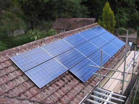 Using and installing batteries with solar panel installations